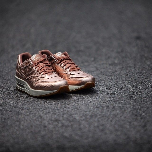 Women's Nike Wmns Air Max 1 Cut Out PRM Metallic Red Bronze Snake Collection Sneakers : H51y5117