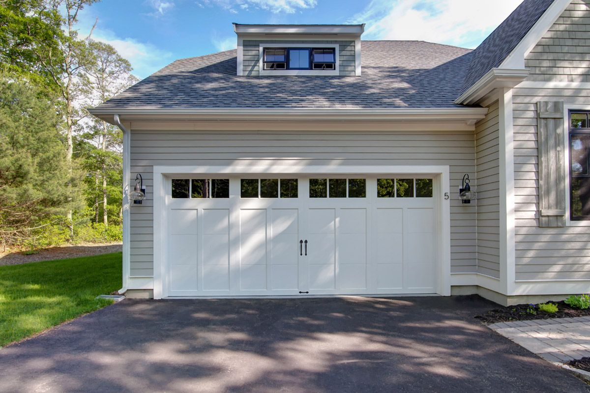 Classica northampton garage door white 9 x 8 no windows - Clopay Coachman Collection Carriage House Garage Door Low Maintenance And Insulated To Stand Up