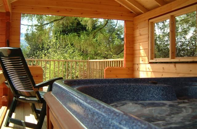 Loch Tay Holiday Log Cabin Rental With Beach Lake Nearby And Jacuzzi Hot Tub Log Cabin Rentals Jacuzzi Hot Tub Hot Tubs Saunas