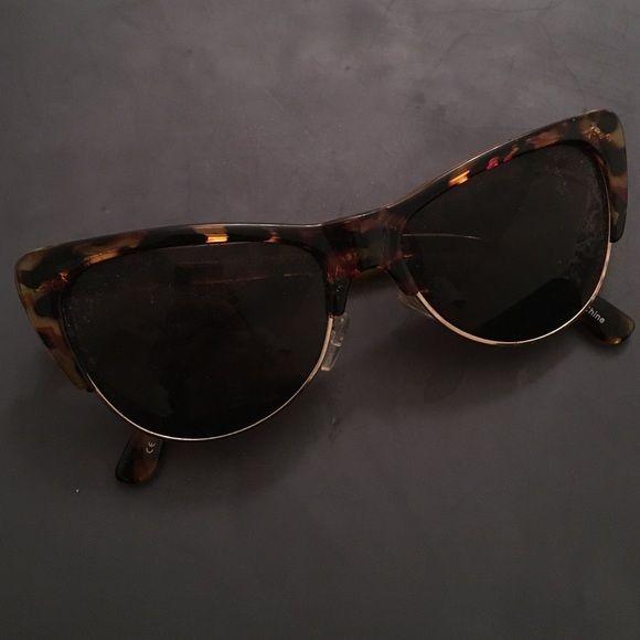 Tortoise shell cat eye sunglasses Cute fashion accessory. No name brand. Perfect condition. Accessories Sunglasses