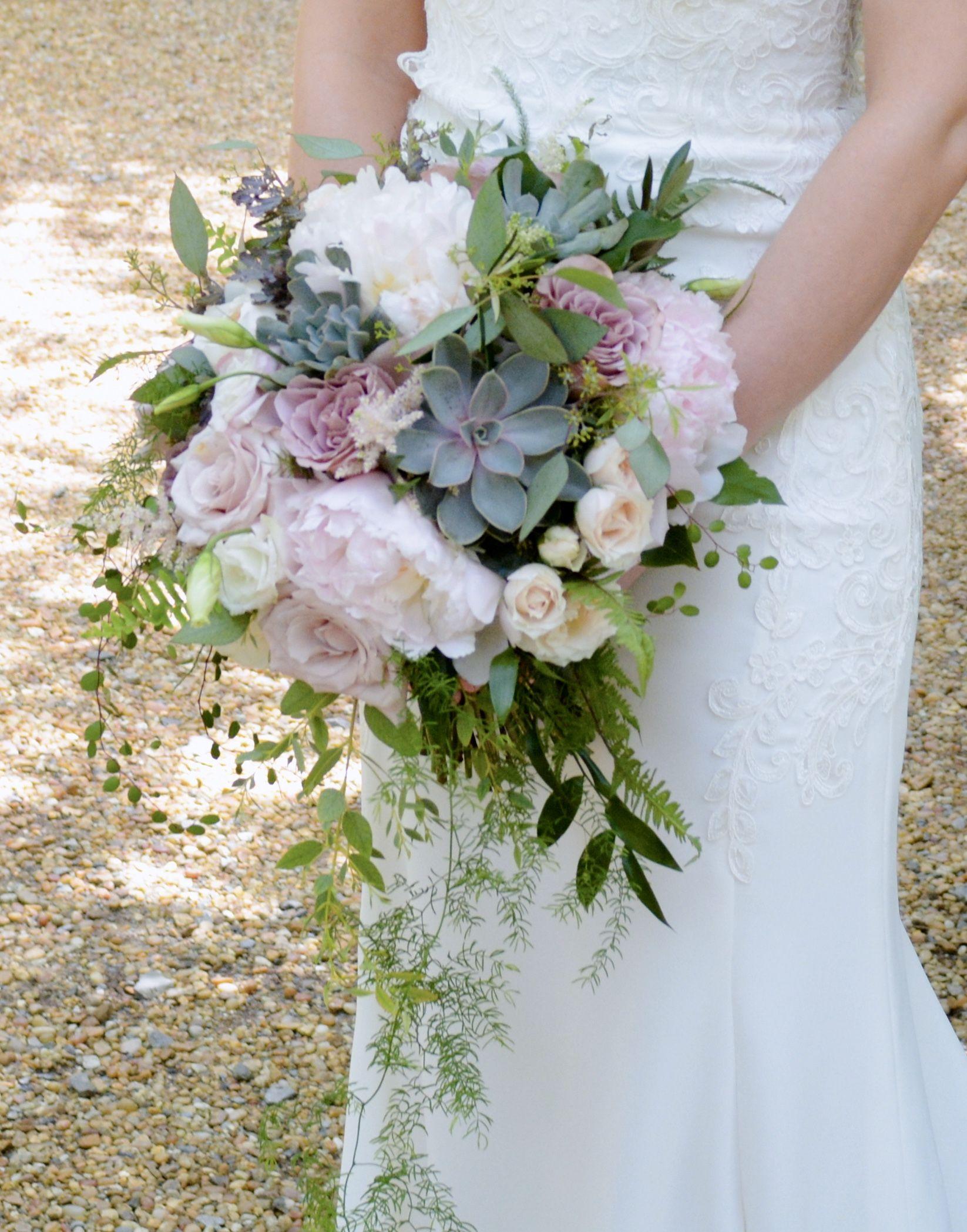Spring Woodland Chattanooga Wedding with Peony and