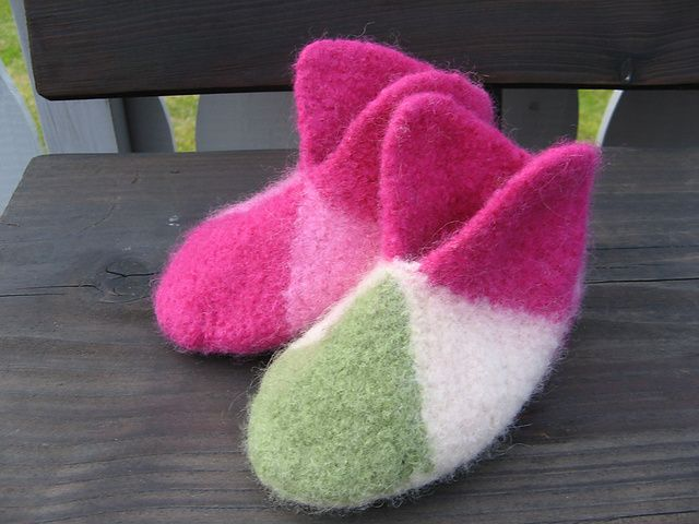 Must try these felted slippers soon. Free pattern on Ravelry ...