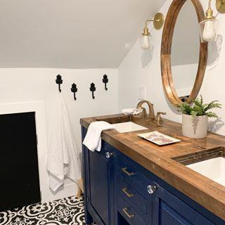 modern bathroom, black and white bathroom, wood top