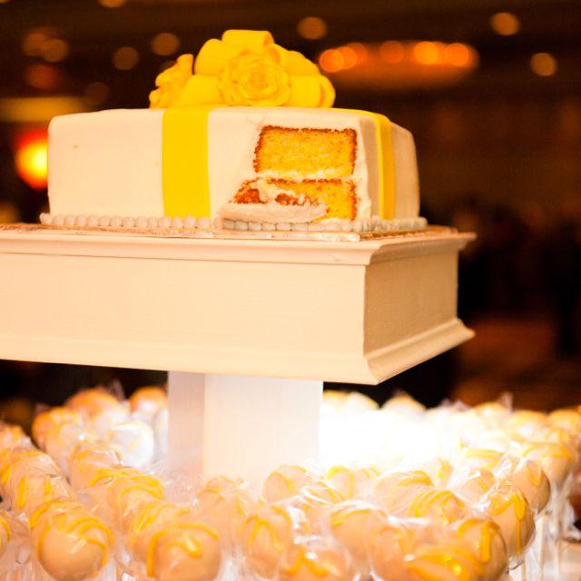 Wedding cake/ pops