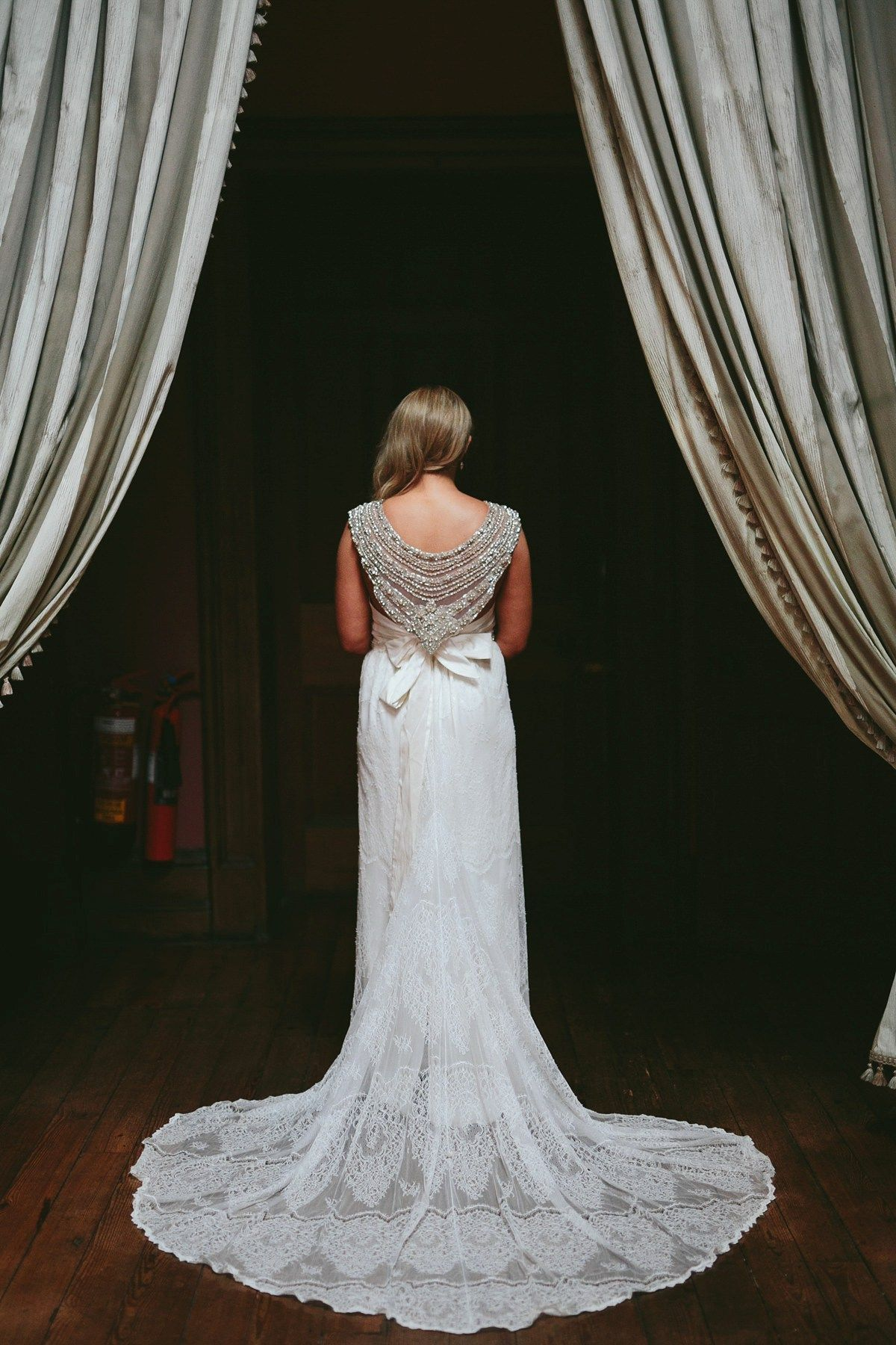 Anna campbell elegance for a black tie and irish castle