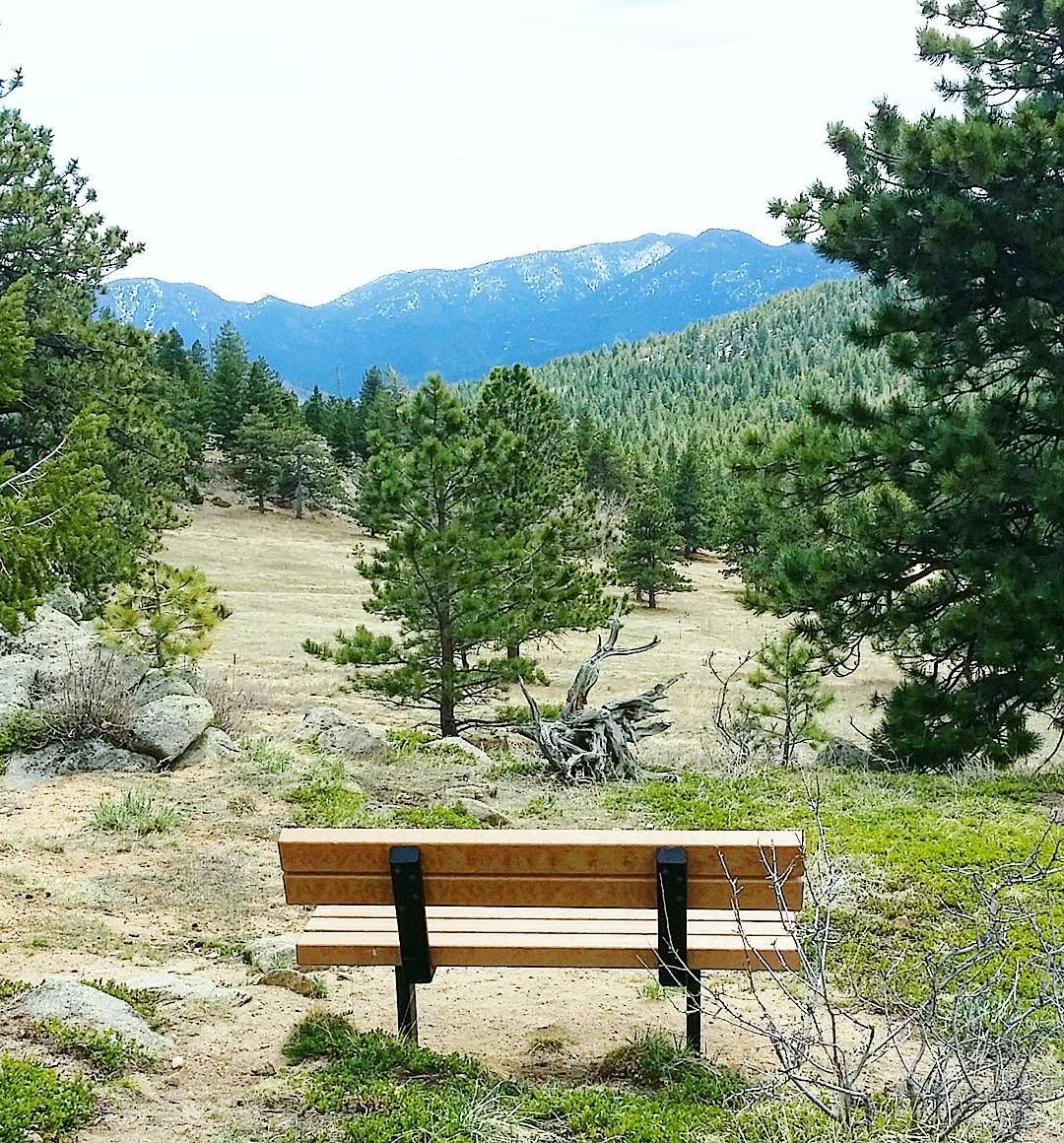 The perfect view for a bench.  The last couple of days have been beautiful in Boulder and we celebrated it by hiking to Meyers Homestead. It might be the last hike until next week because temperatures are dropping for the weekend and we might see some snow.  #boulder #visitboulder #bouldercolorado #bouldergov #colorado #visitcolorado #coloradolive #cometolife #coloradoliving #hiking #patikointi #vaellus #nature #luonto #outdoors #retkeily #retki #vuoret #mountains #travel #matka #reissu…