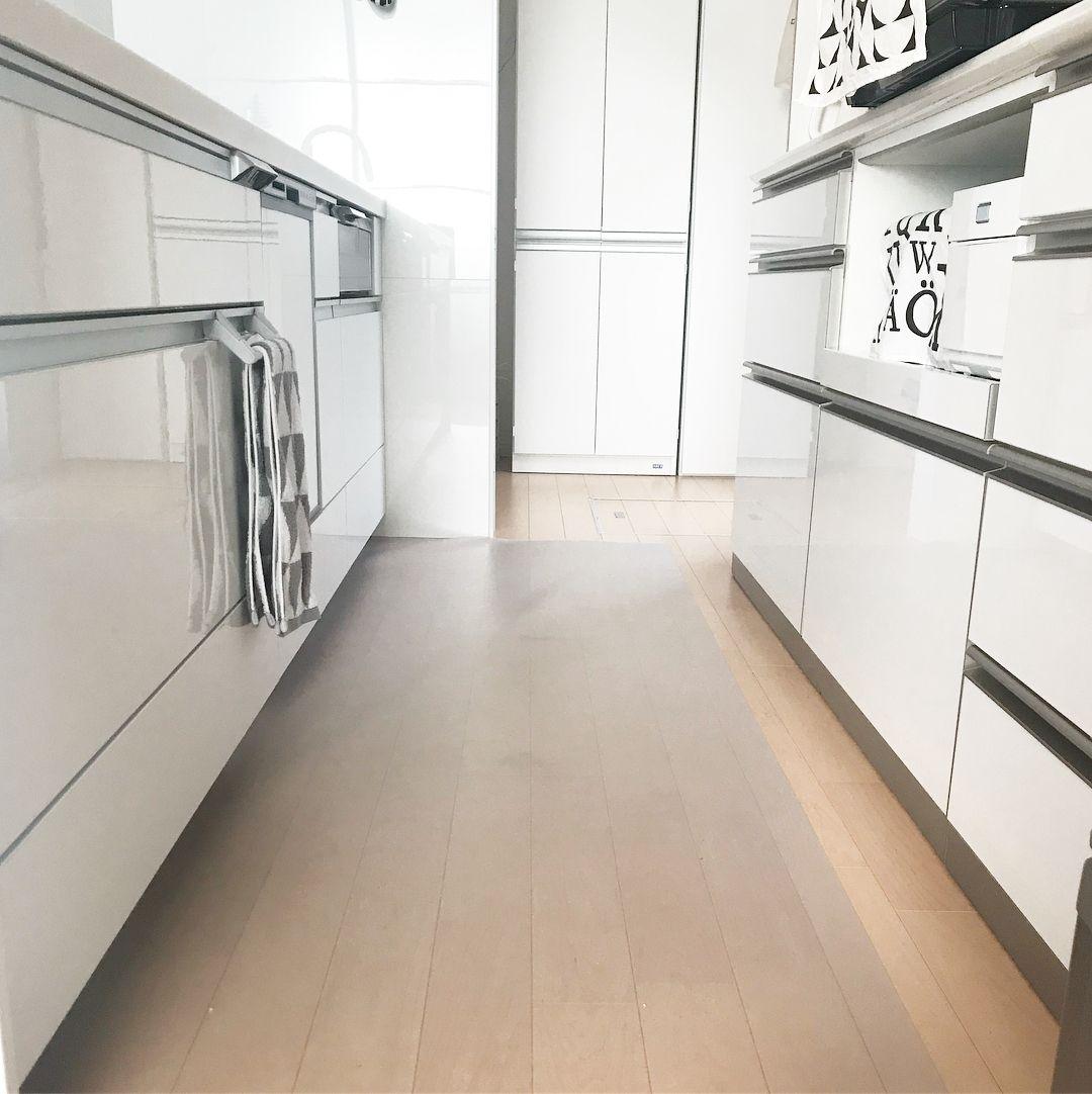 いいね 170件 コメント9件 Akikoෆ さん Akiko のinstagramアカウント 床掃除 キッチンマットは透明な物を使用しています ˊᵕˋ 今まで色々なマットを使いましたが油はねもサッと拭けば良いのでとにかくお キッチンマット シンプル