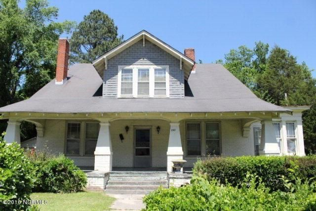 5 Dirt Cheap Fixer Uppers Under 25 000 In North Carolina Historic Homes For Sale Historic Homes Old Houses For Sale
