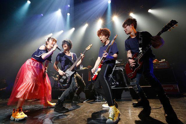 左から小松未可子、田淵智也、新...