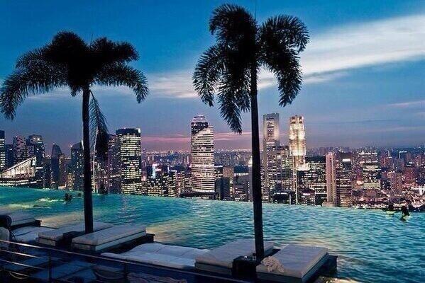 Piscina en lo más alto del hotel en Singapur, Increíble.