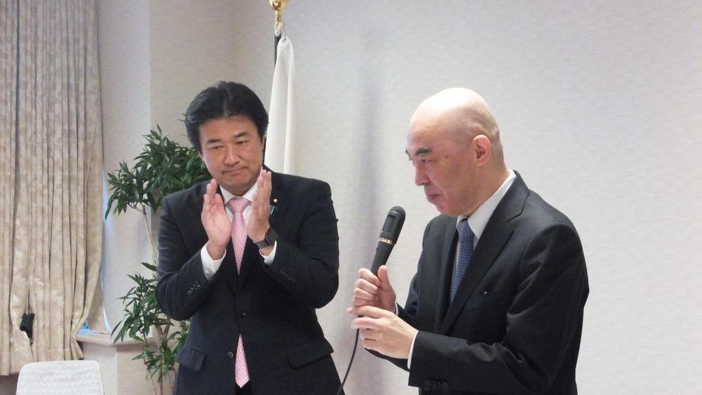文化芸術懇話会を開催。講師は『永遠の0』百田尚樹さん。ベストセラー作家から、あらためて言葉の大切さを学びました。→日本経済新聞 http://www.nikkei.com/article/DGXLASFS25H49_V20C15A6PP8000/…