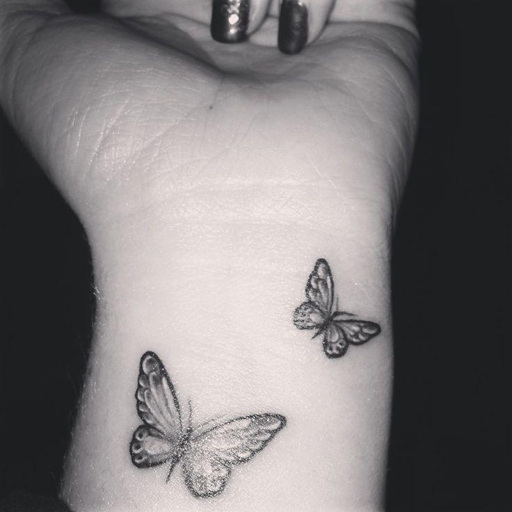 tatouage papillon poignet