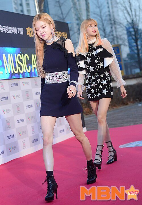 170119 BLACKPINK - 2017 Seoul Music #ub9acuc0ac #LISA #ube14ub799ud551ud06c #BLACKPINKAwards Red Carpet #JENNIE #JISOO # ...