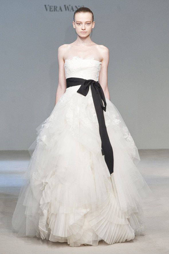 Vera Wang - Wedding dress with black ribbon | Kelley Tying the Knott ...
