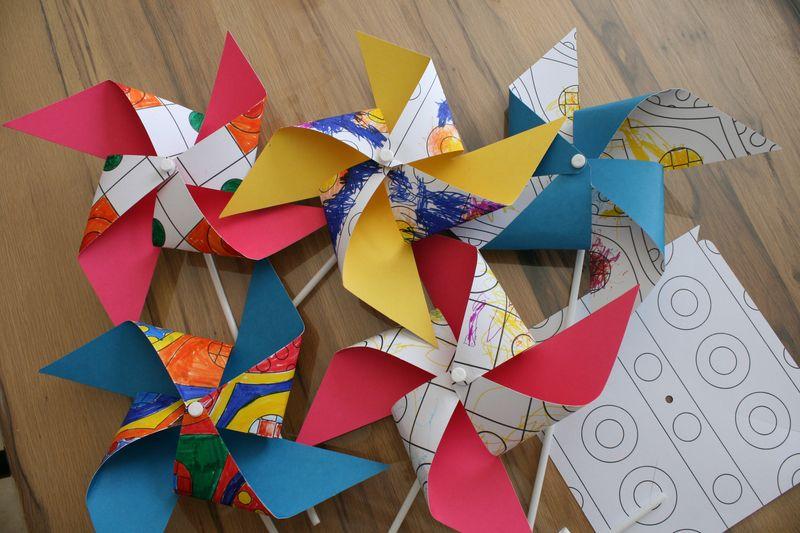 Moulins A Vent Les Lutins Creatifs Bricolage Pour Enfants Avec Images Bricolage Enfant Moulin A Vent Creatif