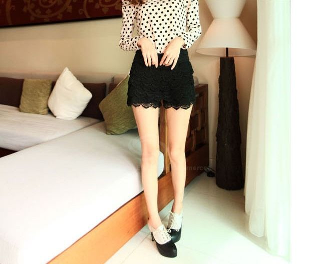 Elastic Waist Lace Embellished Black Lace Women's Shorts