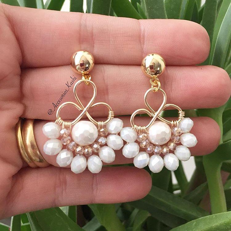 """Accesorios Kashi on Instagram: """"Aretes Blancos ✨Accesorios que enamoran!!! Tenemos el detalle perfecto para Mama. Chic y Glam con  #AccesoriosKashi ✨ #accesorios…"""""""