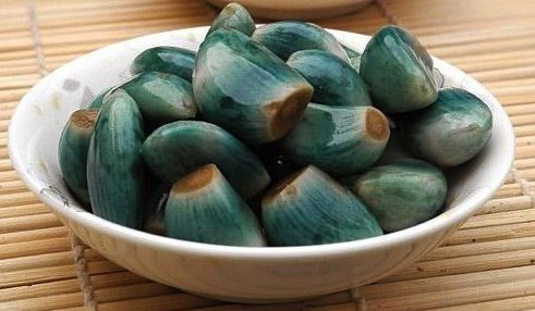 Laba Garlic : Chinese:  Bruised garlic cloves pickled in black rice vinegar.