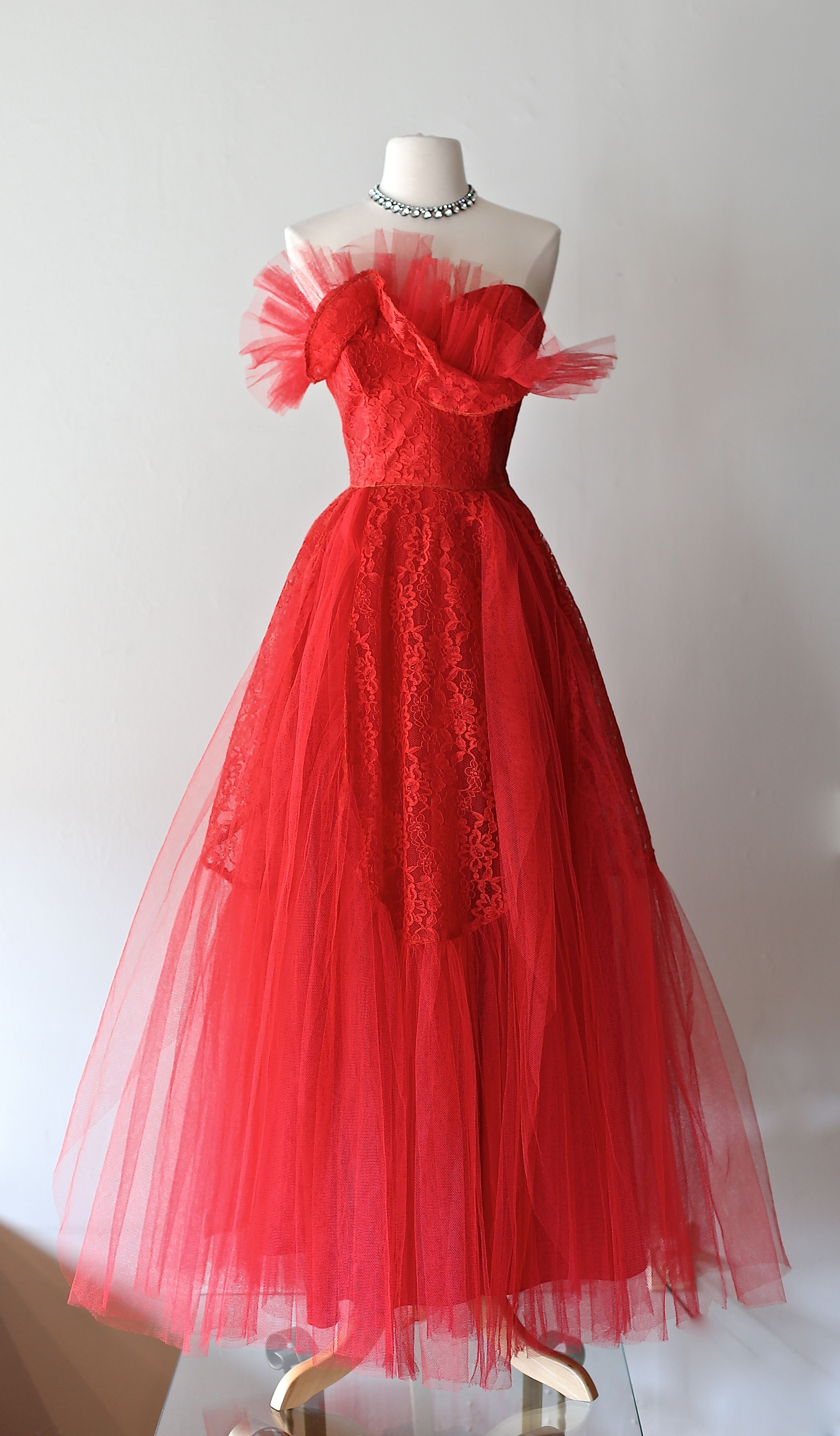 Pin By Jackie Belle On Vintage Prom Dresses Vintage Vintage Dresses Lace Prom Gown [ 4751 x 2780 Pixel ]