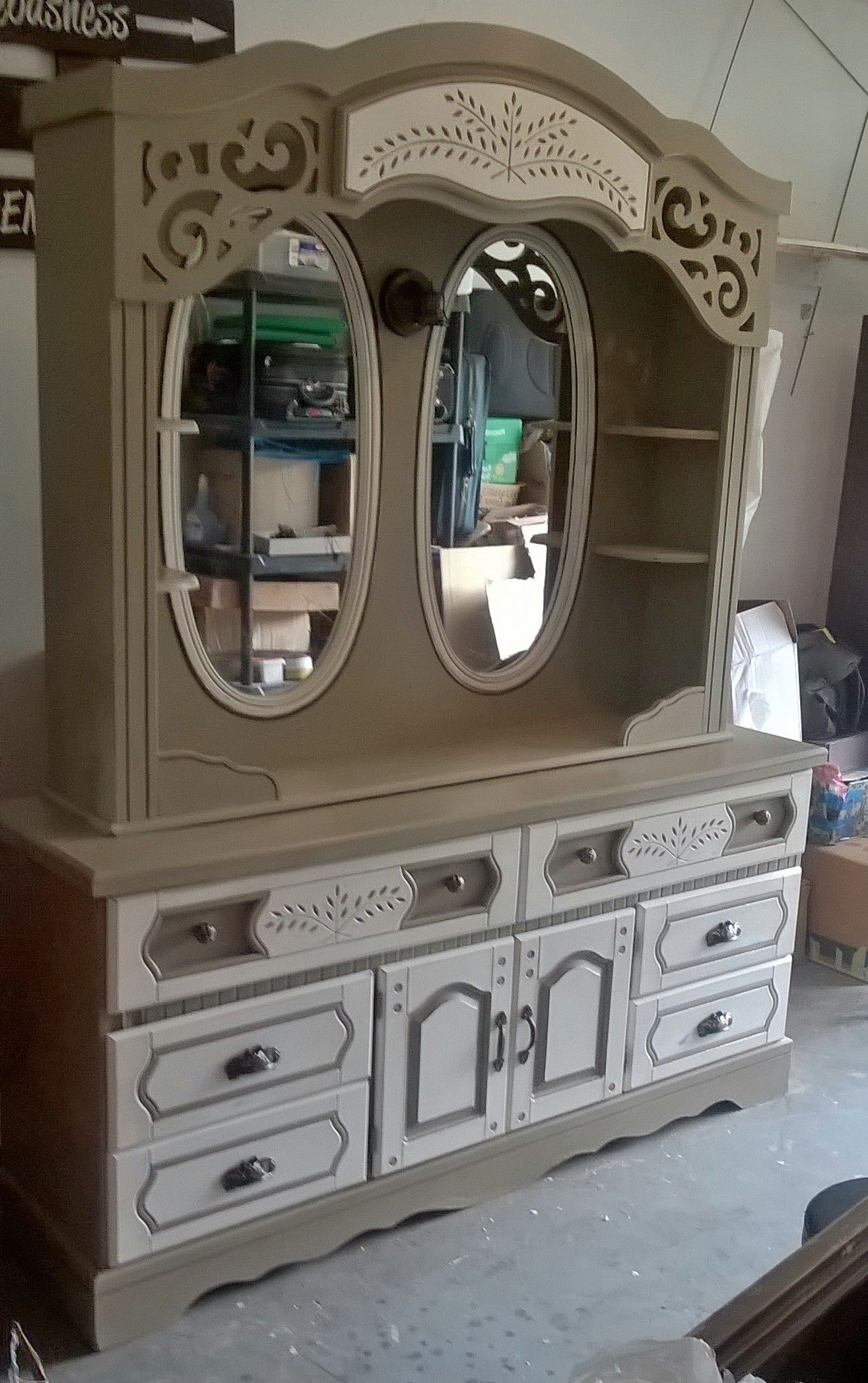 Dresser Makeover With Old Locket Valspar Chalky Paint And Cream Wax And New Hardware Old 80 S Dresse Dream Furniture Furniture Makeover Refinishing Furniture