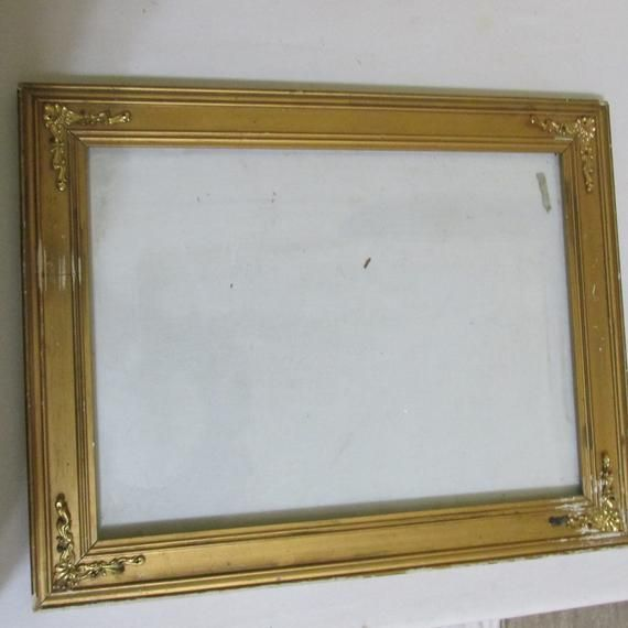 The Frame Comes With Glass And Has Ornate Metal Corner Pieces On Shabby Vintage Wood That Could Be A Diy Painted Over Proj Picture Frames Picture On Wood Frame