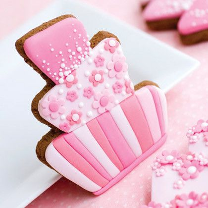 For great wedding favours, decorate wonky wedding cake cookies to match the main wedding cake.
