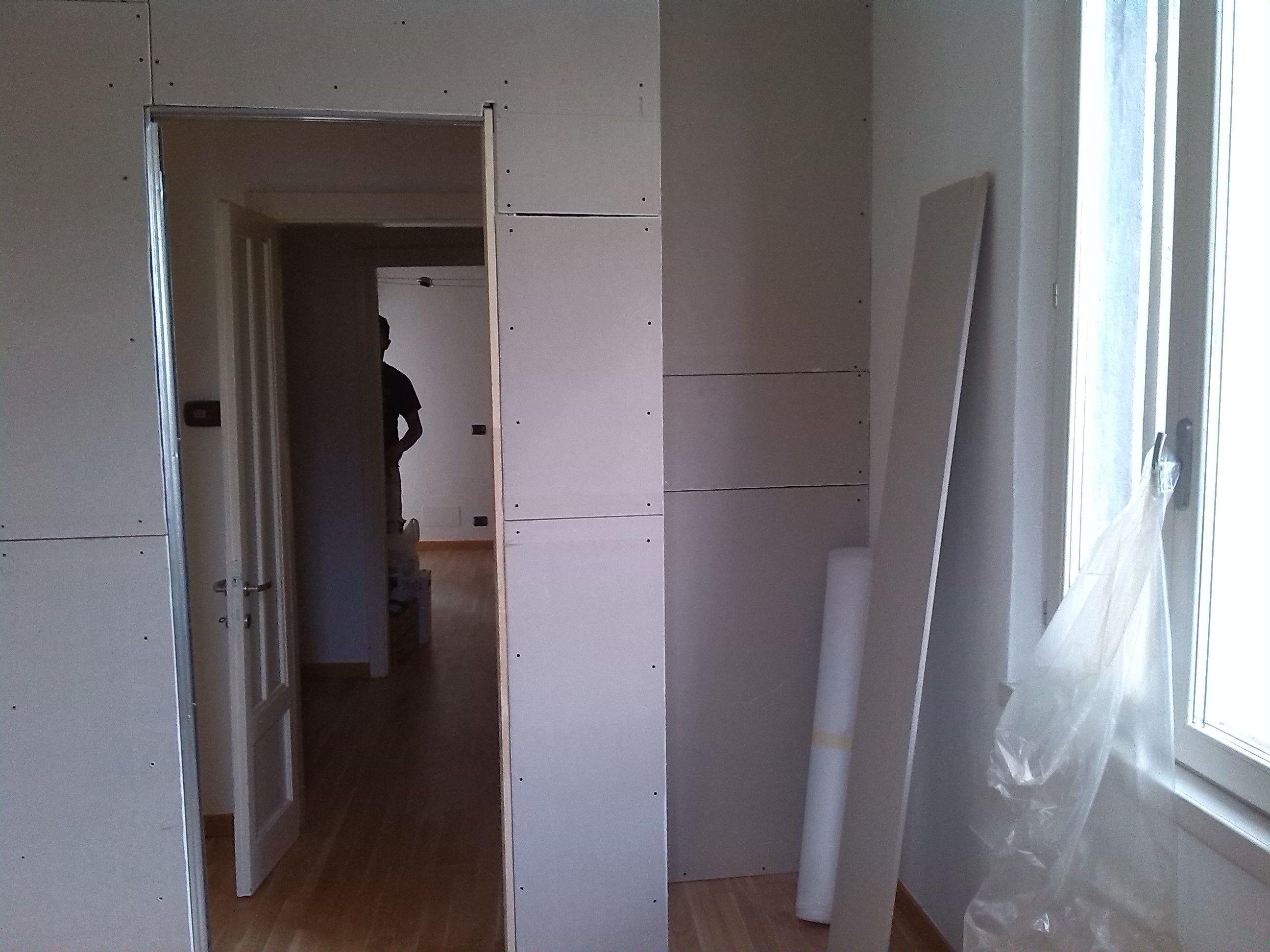 Muro di cartongesso per creare una stanza con nicchia for Creare una stanza