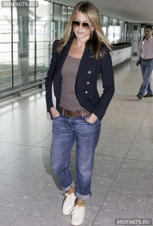 Девушки идут в джинсах #15