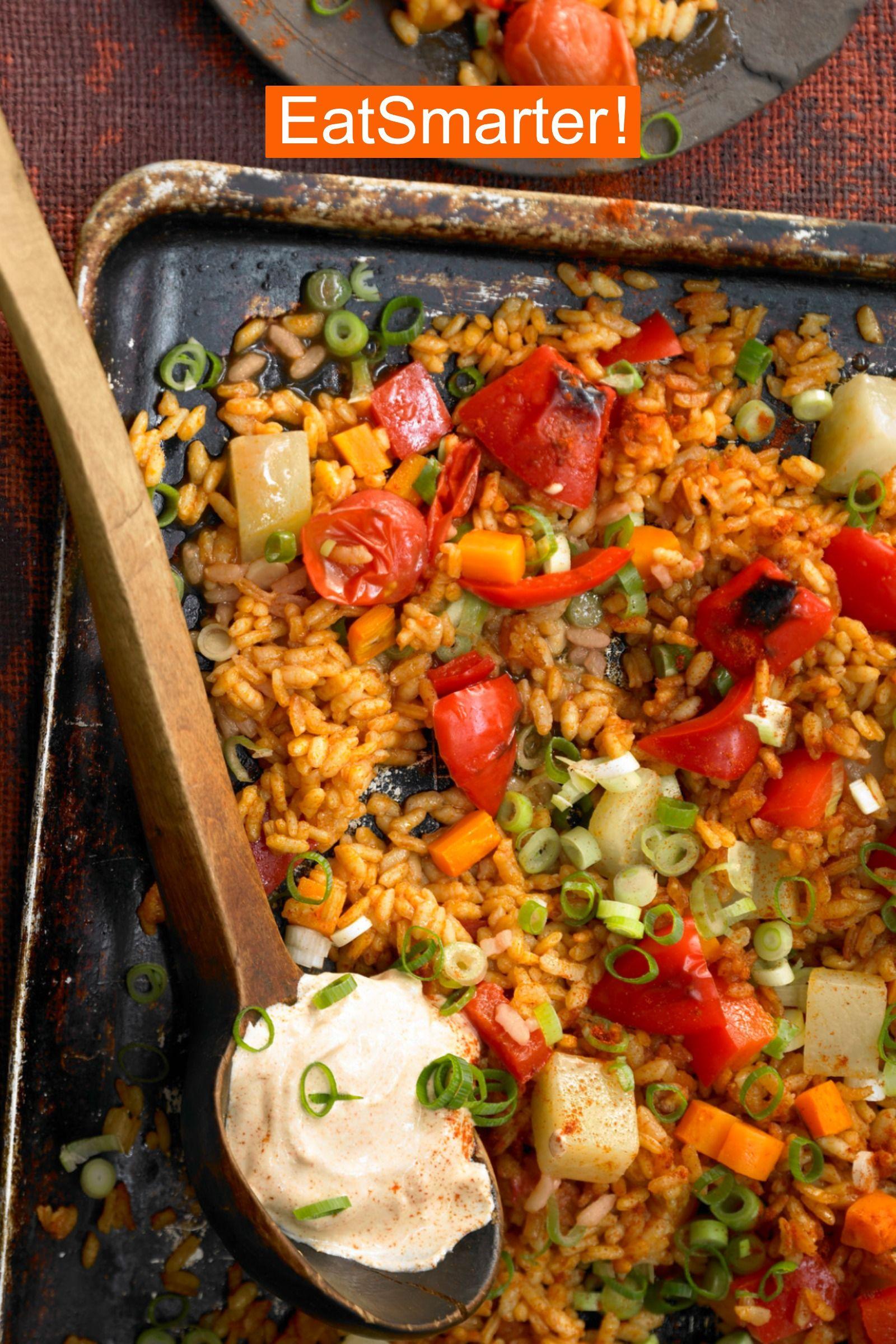 Gesundes Mittagessen vegetarisch: Gemüse-Reis-Pfanne aus dem Ofen | EAT SMARTER
