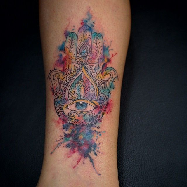 55 Spiritual Hamsa Tattoo Meaning and Designs - Symbol Of Protection Check more at http://tattoo-journal.com/55-spiritual-hamsa-tattoo-meaning-and-designs-symbol-of-protection/