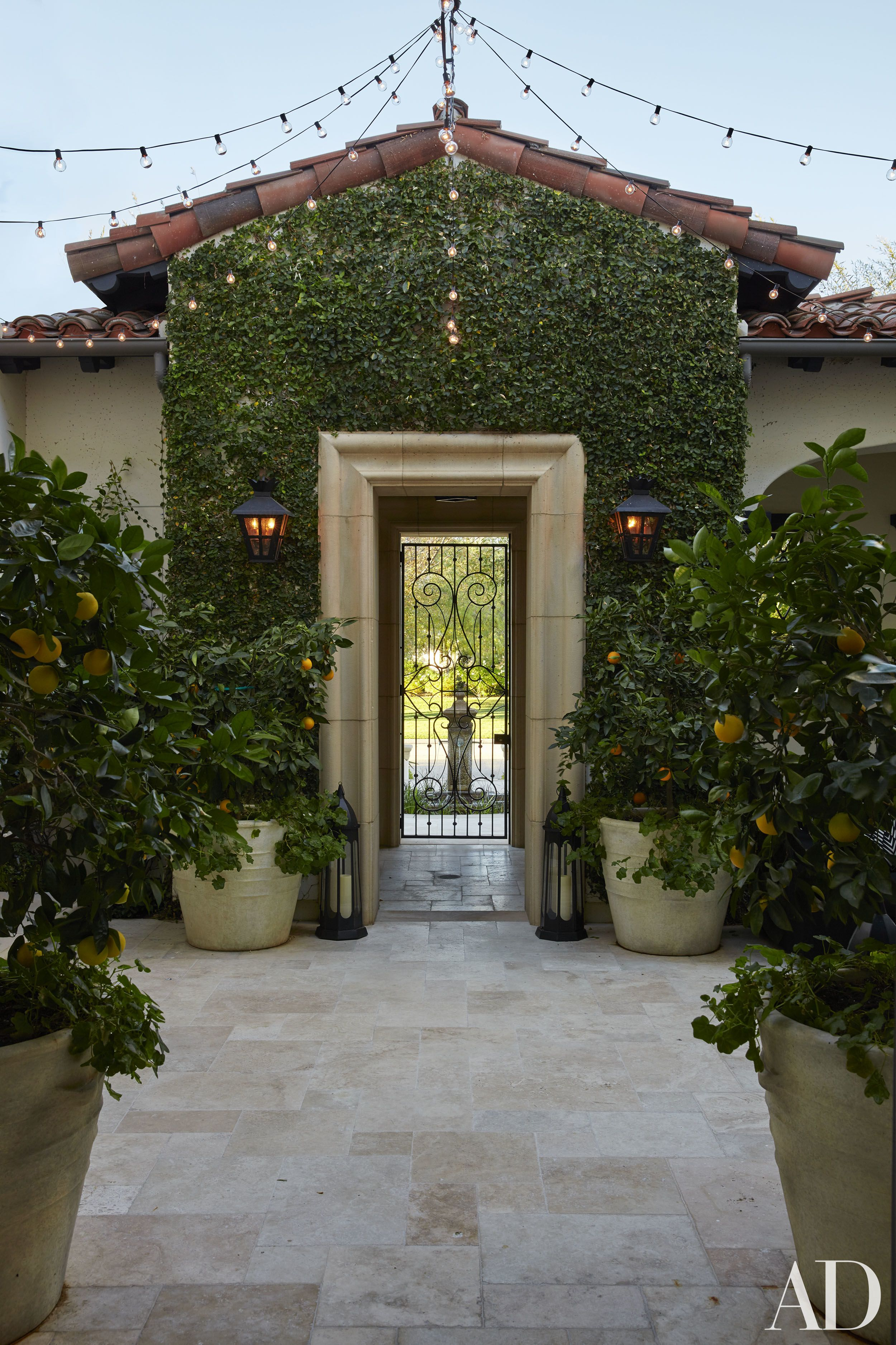 Khlo and kourtney kardashian realize their dream homes in - Architectural digest celebrity homes 2016 ...