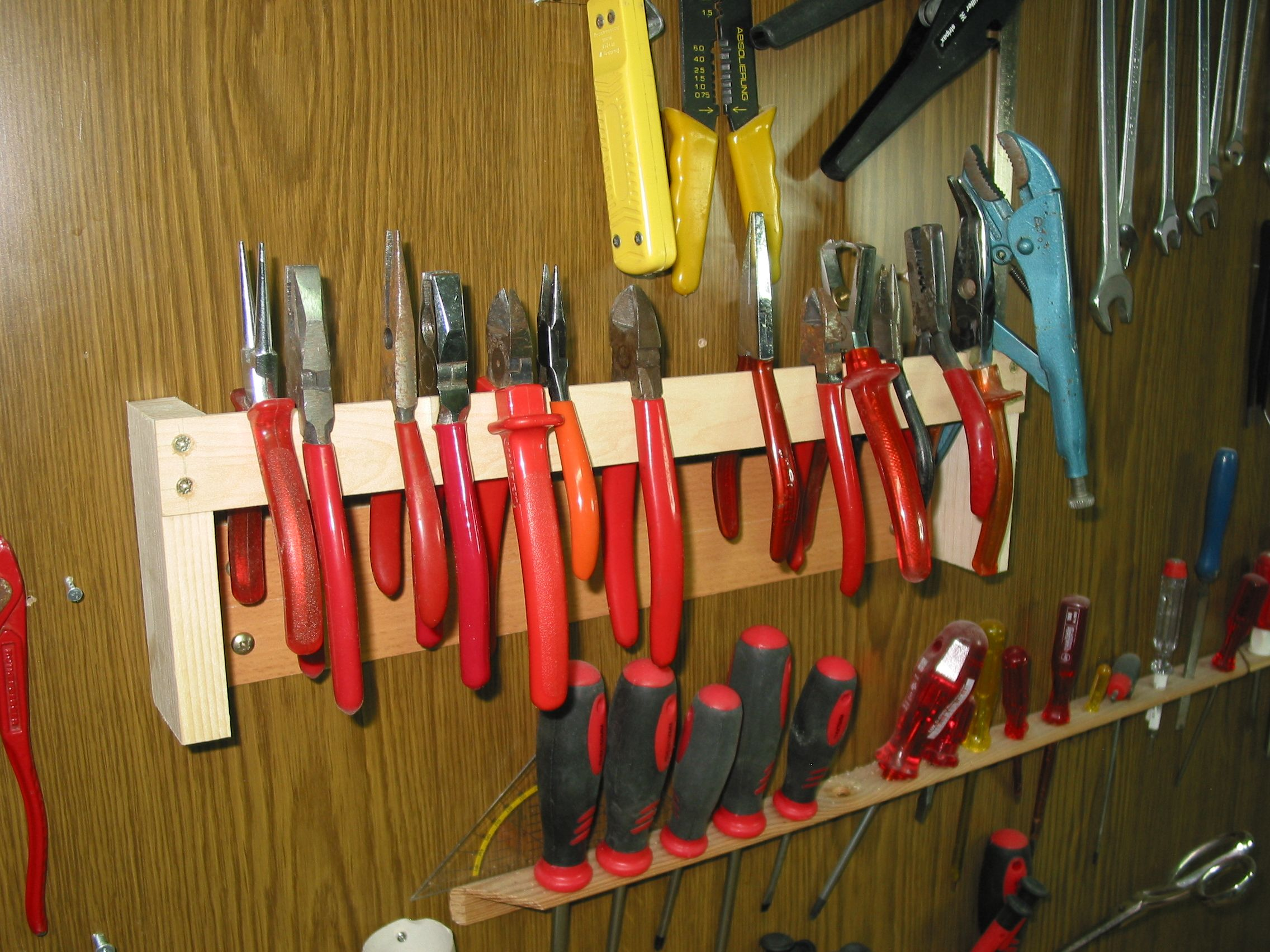 Photo of Pliers holder for the tool wall Building instructions to build yourself