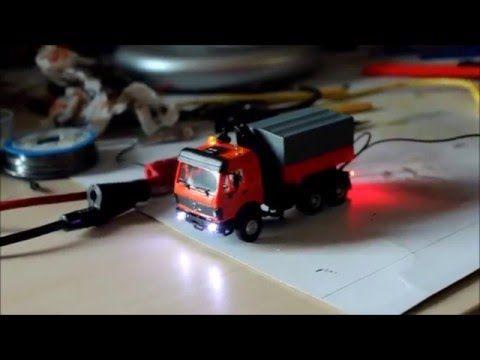 LKW Mit LED Beleuchtung Und Blinklichtern