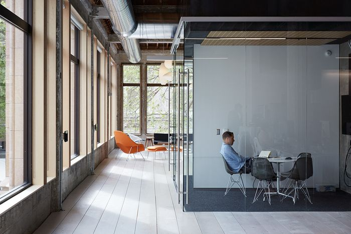 Art and technology company VSCO has recently moved into a new office space located in Oakland, California which were designed by DeBartolo Architects.