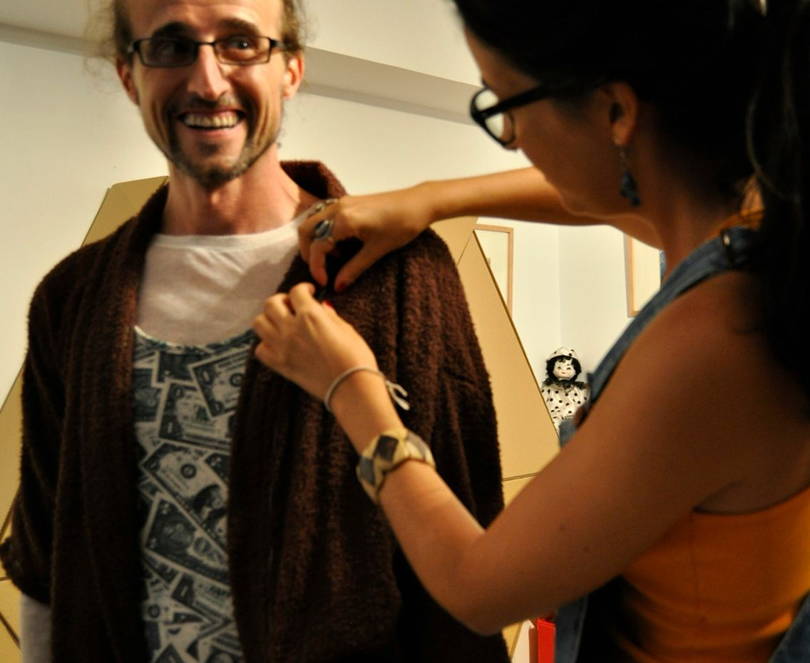 Paco y Jéssica durante la prueba de vestuario.