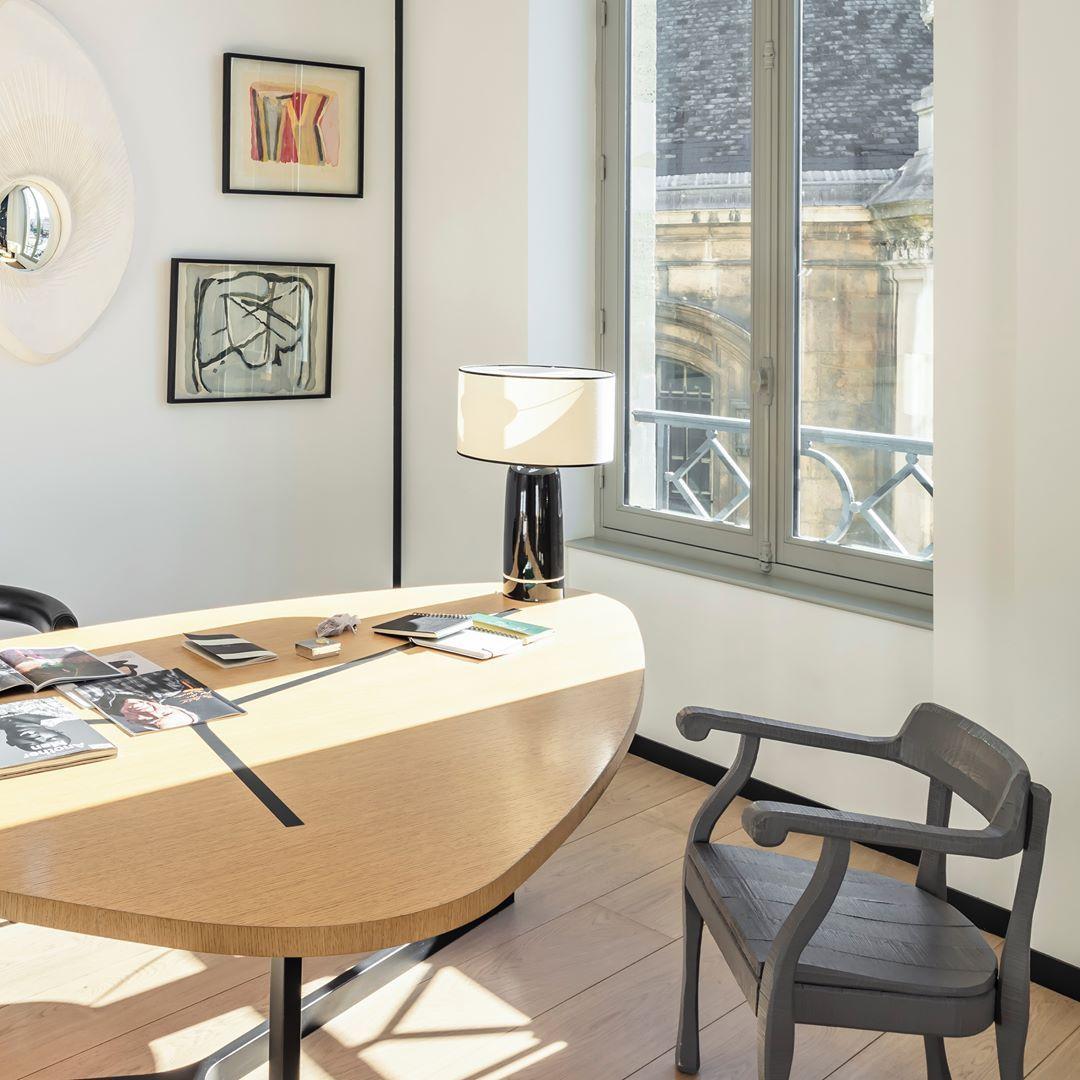 """MAISON SARAH LAVOINE on Instagram: """"ESPACE DE LUMIÈRE Au bureau comme à la maison, le bureau se doit d'être lumineux et aéré pour favoriser confort et créativité. En…"""""""