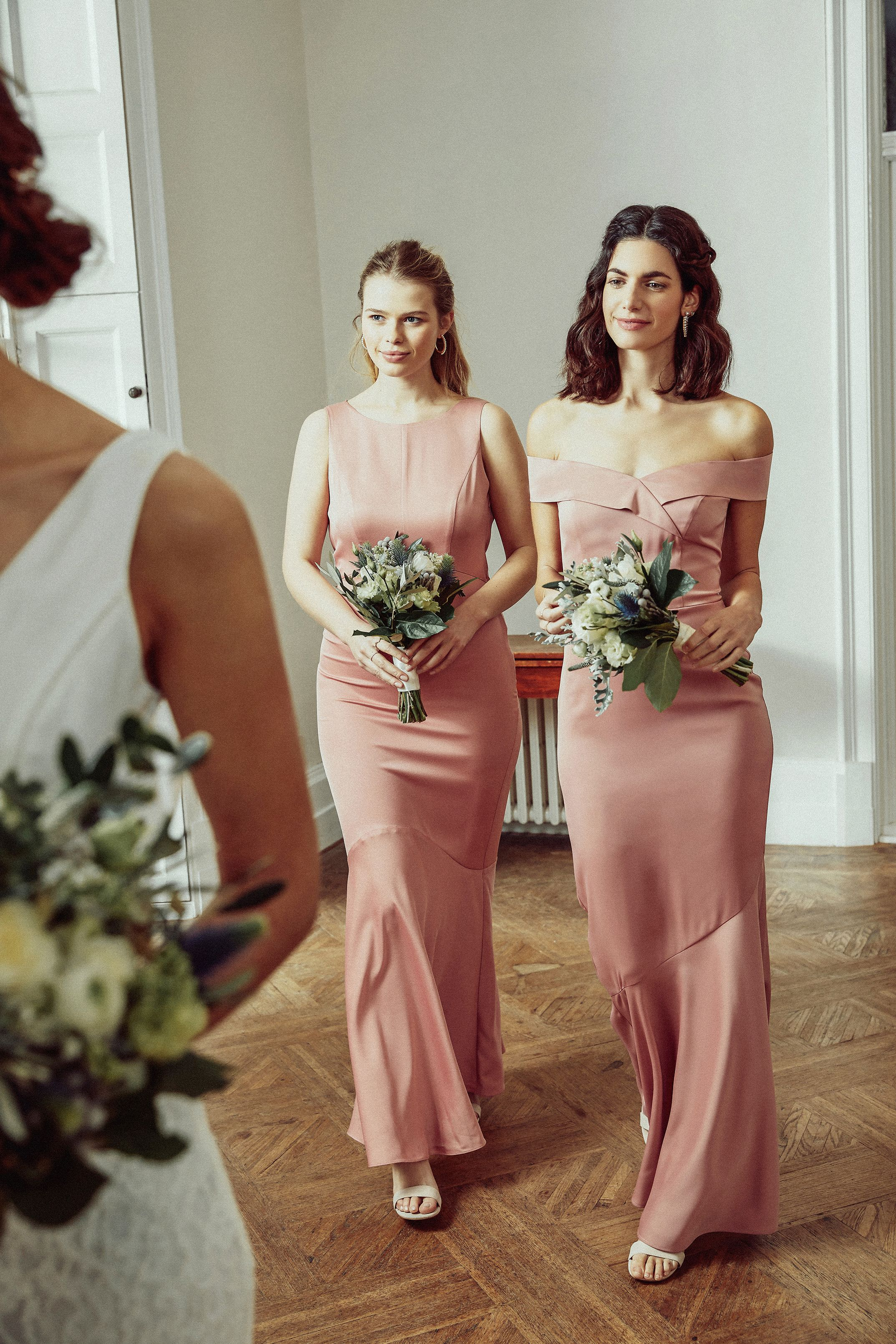 Clothing Womens Clothing Online Oasis Uk In 2020 Flattering Dresses Bridesmaid Clothes For Women