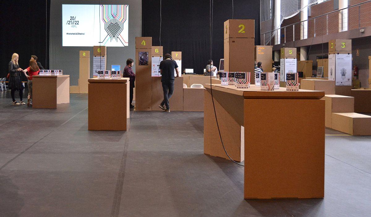 Botelleros De Vino De Carton By Cartonlab Cardboard Furniture  # Muebles Digitales