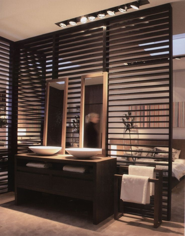 Wooden partition wall between bathroom and bedroom. | Raumteiler ...