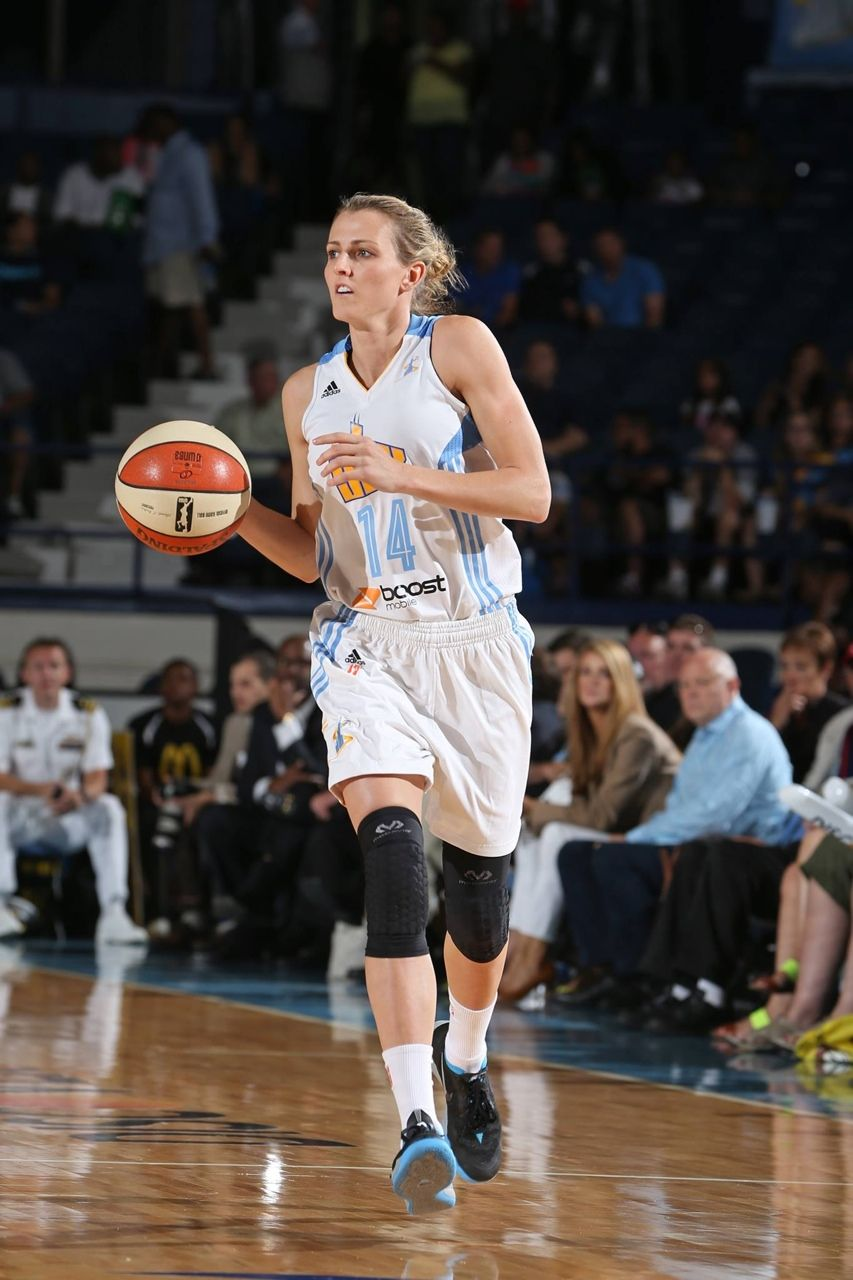 Allie Quigley 14 Chicago Sky Guard Female Athletes Womens Basketball Basketball Players