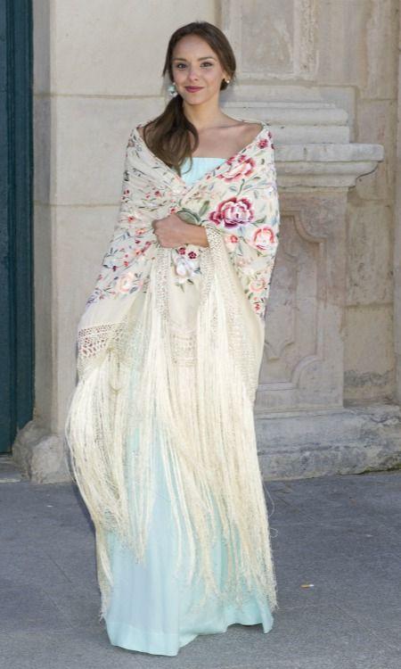 528c2ace3 vestido con mantón manila | fashion | Manton de manila, Vestidos y ...