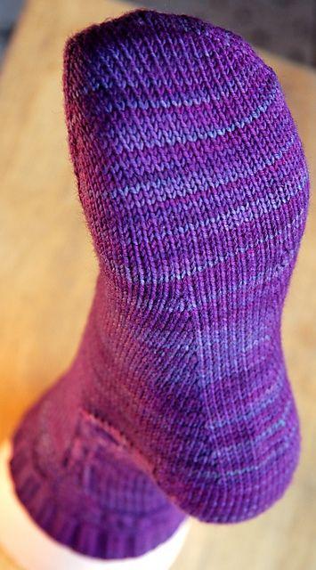 Ravelry: Porticus Socks pattern by Yarnissima