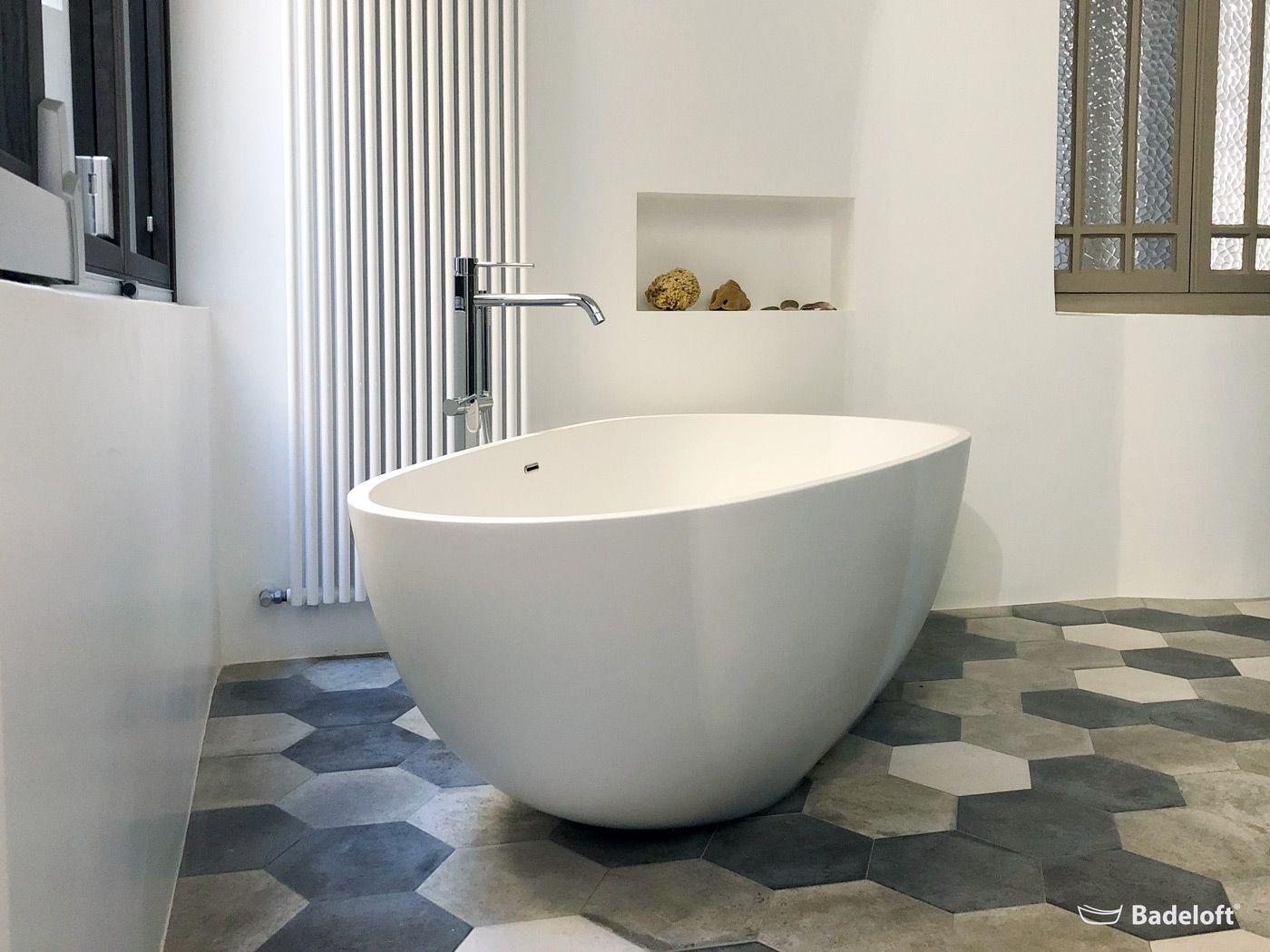 Eine Freistehende Badewanne Ist Der Inbegriff Von Modernem Luxus Badeloft Freistehende Badewanne Bathtub Badewanne Badewanne Umbauen Badezimmer Renovieren
