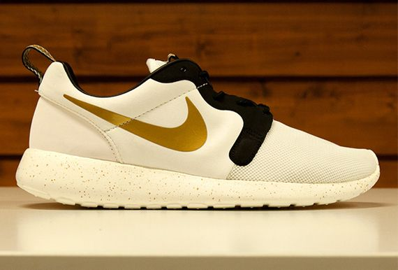 nike roshe run hyperfuse gold trophy womens plus size stores near me