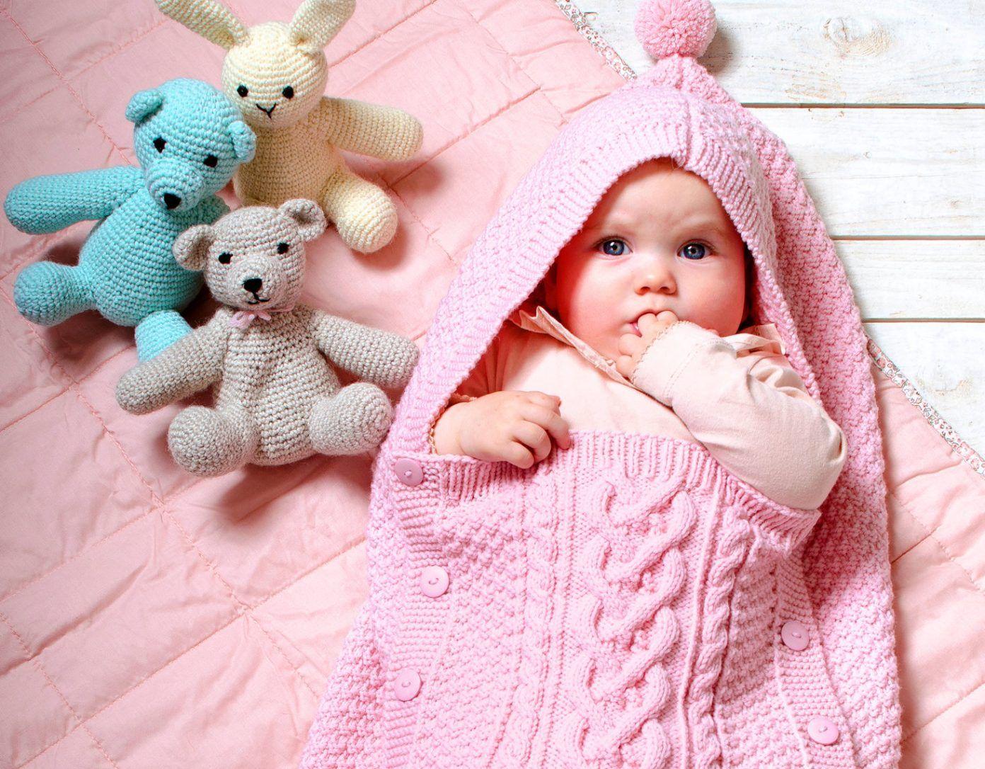 Photo of Babyschlafsack in einer Mustermischung – kostenlose Strickanleitung