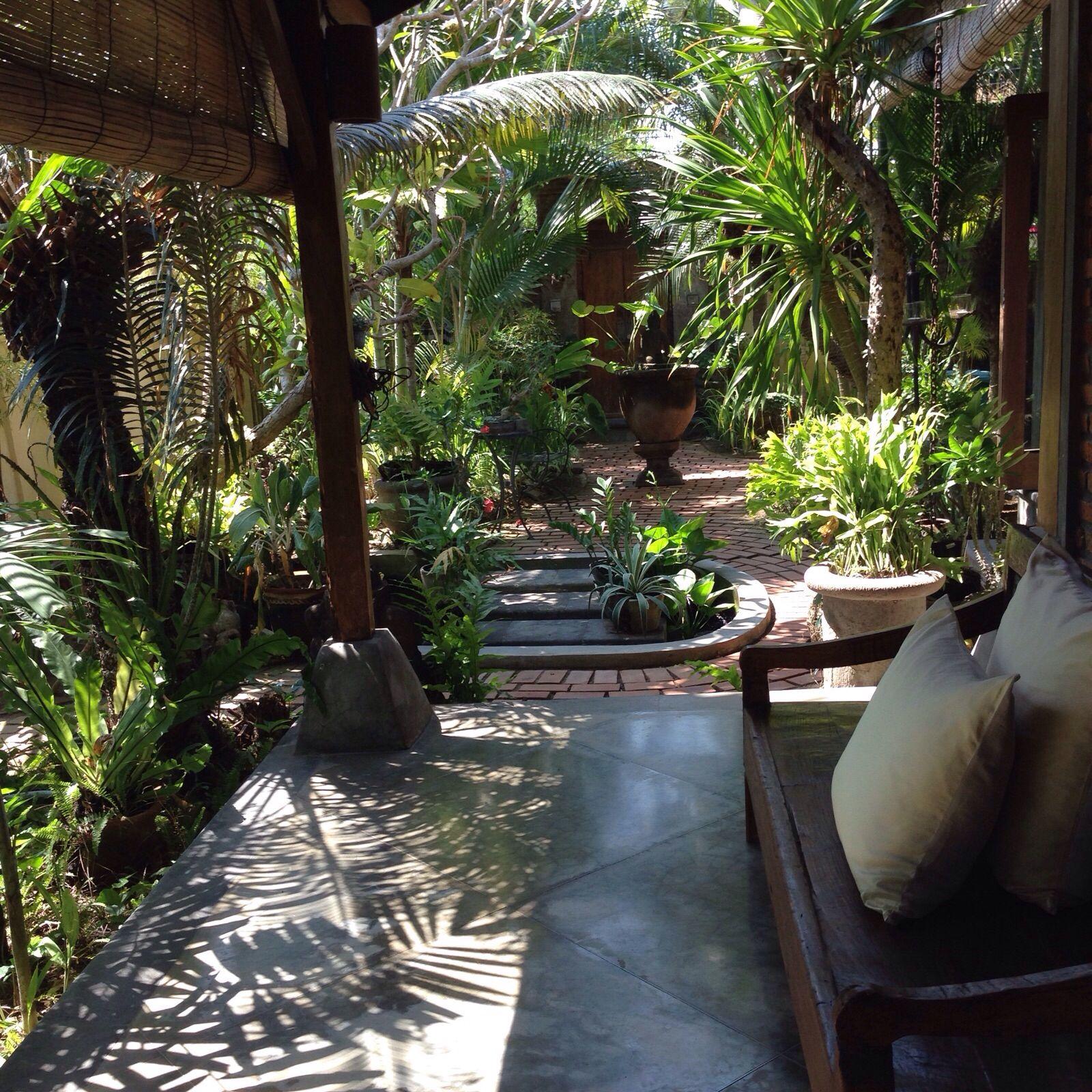 Bali style balinese home lima san house balinese garden for Bali landscape design