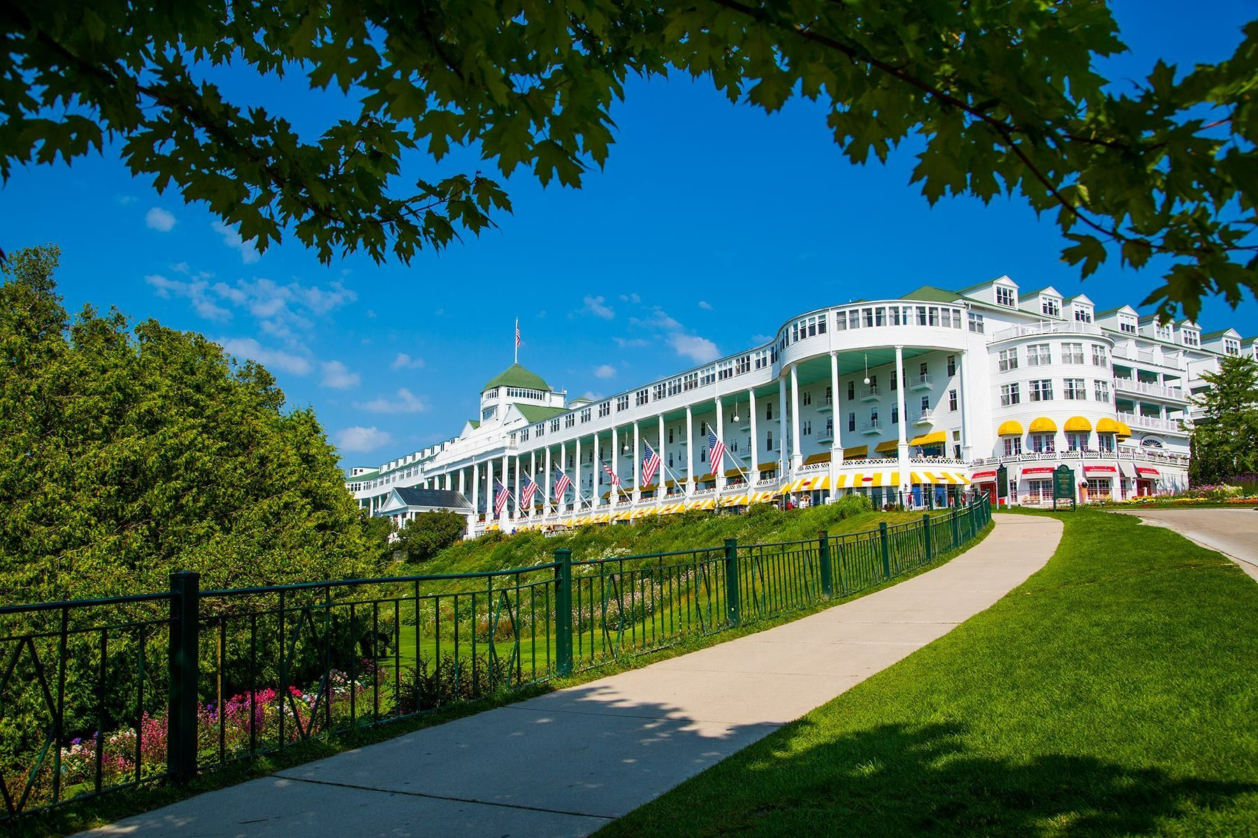 Grand Hotel In The Heart Of Summer Mackinac Island Grand Hotel Travel Leisure Magazine