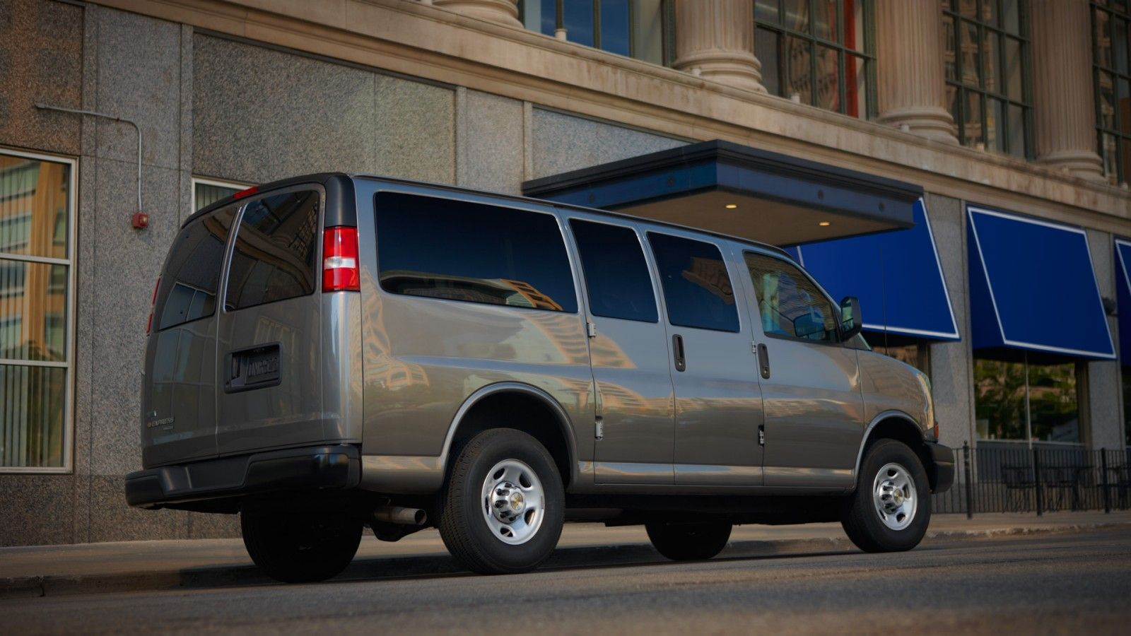 hight resolution of chevy express 3500 passenger van in graystone metallic