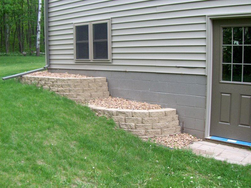 007 Retainng Wall Beds along House Building a retaining