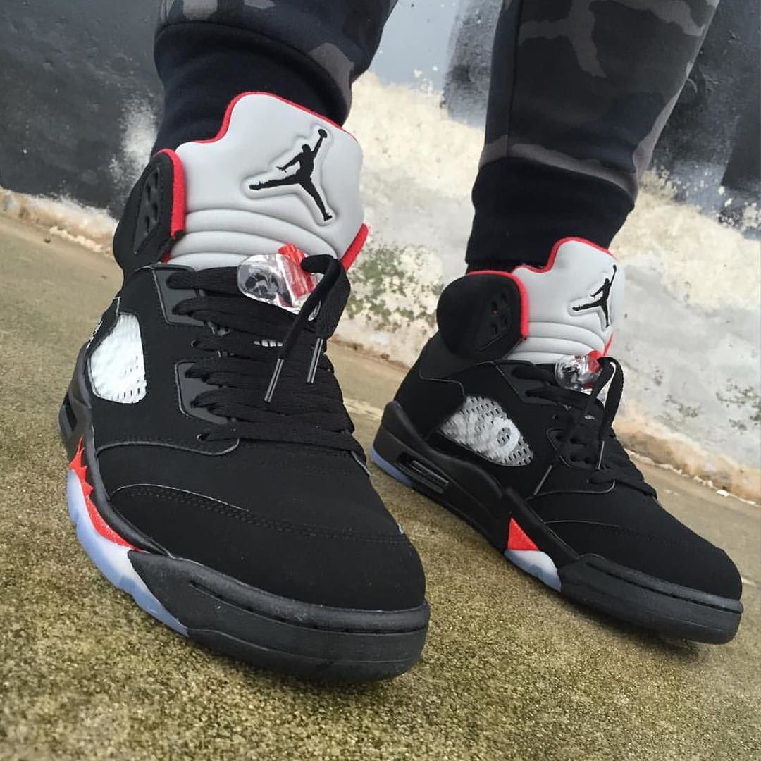 496f00310201  JWarrenJones laced up the recently released Supreme x Air Jordan 5 today.  What did
